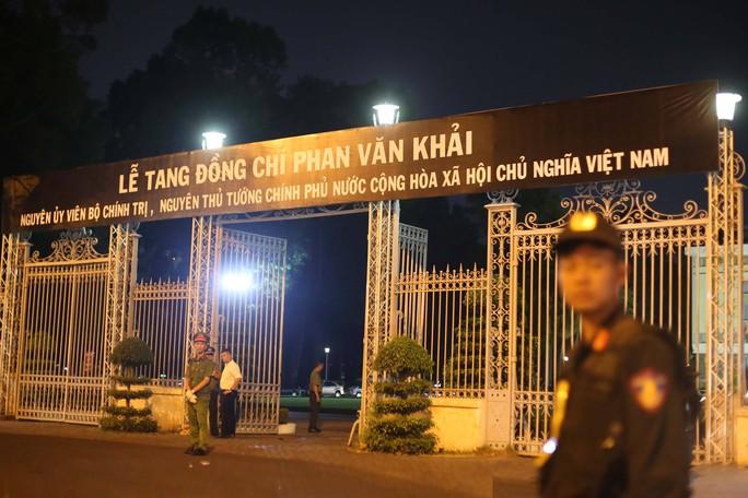 Linh cữu cố Thủ tướng Phan Văn Khải đã về Hội trường Thống Nhất - Ảnh 1.
