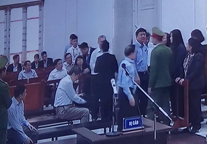 Cách ly ông Đinh La Thăng khi xét hỏi bị cáo khác - Ảnh 3.