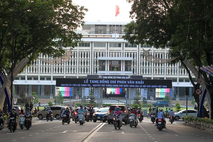 Hội trường Thống Nhất trước giờ đón linh cữu cố Thủ tướng Phan Văn Khải - Ảnh 1.
