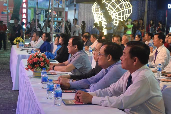 Phó Chủ tịch nước dự khai mạc Hội sách TP HCM - Ảnh 2.