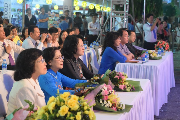 Phó Chủ tịch nước dự khai mạc Hội sách TP HCM - Ảnh 1.