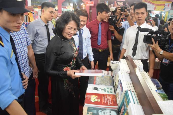 Phó Chủ tịch nước dự khai mạc Hội sách TP HCM - Ảnh 5.