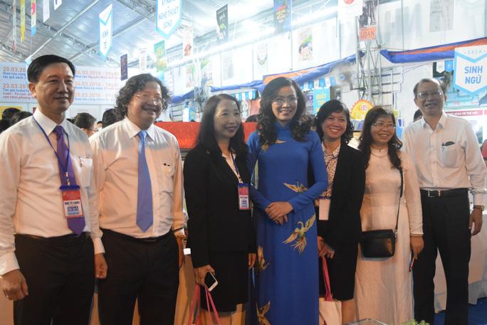 Phó Chủ tịch nước dự khai mạc Hội sách TP HCM - Ảnh 8.