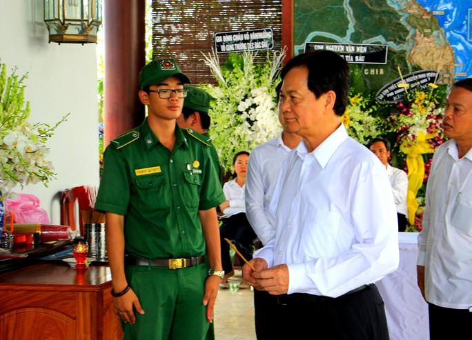 Nguyên Thủ tướng Nguyễn Tấn Dũng tiễn biệt cố Thủ tướng Phan Văn Khải - Ảnh 2.