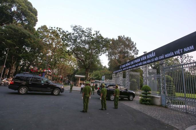 Hội trường Thống Nhất trước giờ đón linh cữu cố Thủ tướng Phan Văn Khải - Ảnh 10.