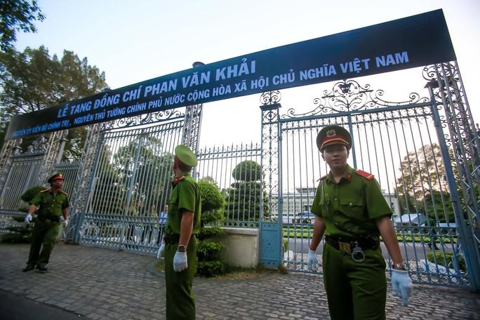 Hội trường Thống Nhất trước giờ đón linh cữu cố Thủ tướng Phan Văn Khải - Ảnh 2.
