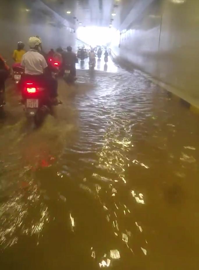 Đà Nẵng: Hầm chui 118 tỉ đồng bị ngấm nước sau 4 tháng thông xe - Ảnh 2.