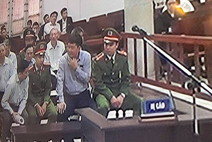 Ông Đinh La Thăng liên tục nói chuyện với Ninh Văn Quỳnh - Ảnh 3.