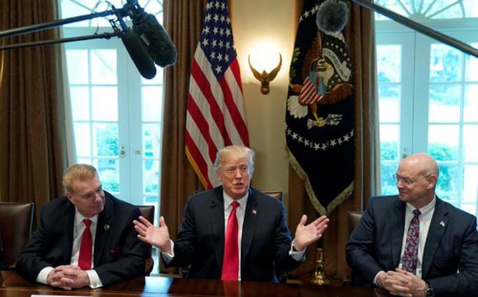 Ông Trump chọc giận cả đồng minh và đối thủ - Ảnh 1.