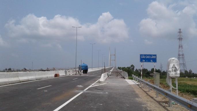 Ngắm cầu Cao Lãnh bắc qua sông Tiền trước ngày thông xe - Ảnh 2.
