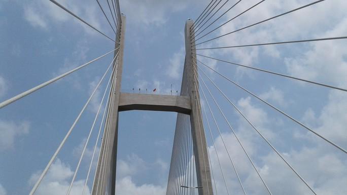 Ngắm cầu Cao Lãnh bắc qua sông Tiền trước ngày thông xe - Ảnh 7.