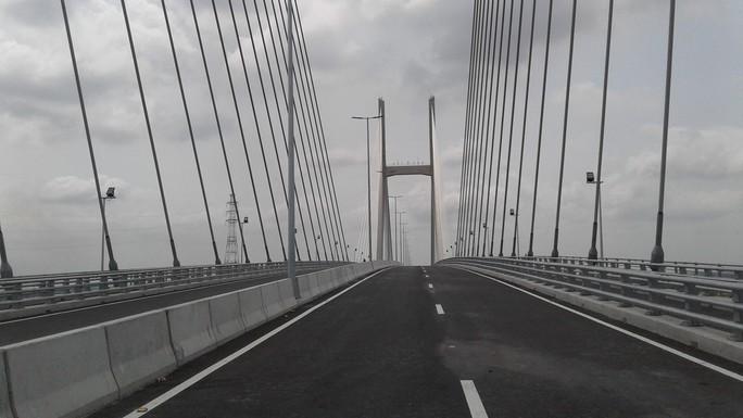 Ngắm cầu Cao Lãnh bắc qua sông Tiền trước ngày thông xe - Ảnh 3.