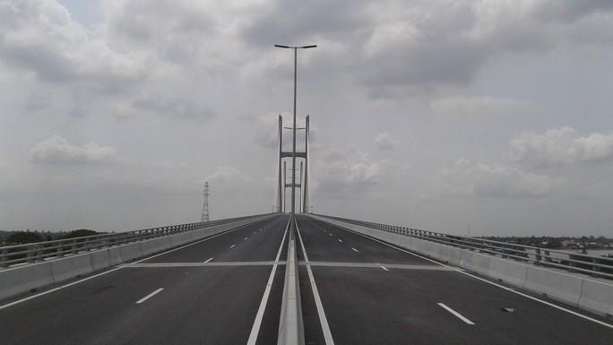 Ngắm cầu Cao Lãnh bắc qua sông Tiền trước ngày thông xe - Ảnh 6.