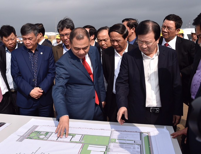 Phó Thủ tướng Trịnh Đình Dũng mong sớm có ô tô Vinfast cạnh tranh với xe nhập khẩu - Ảnh 1.