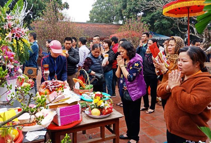 Hàng ngàn người đội mưa hàng giờ xin ấn đền Trần - Ảnh 15.
