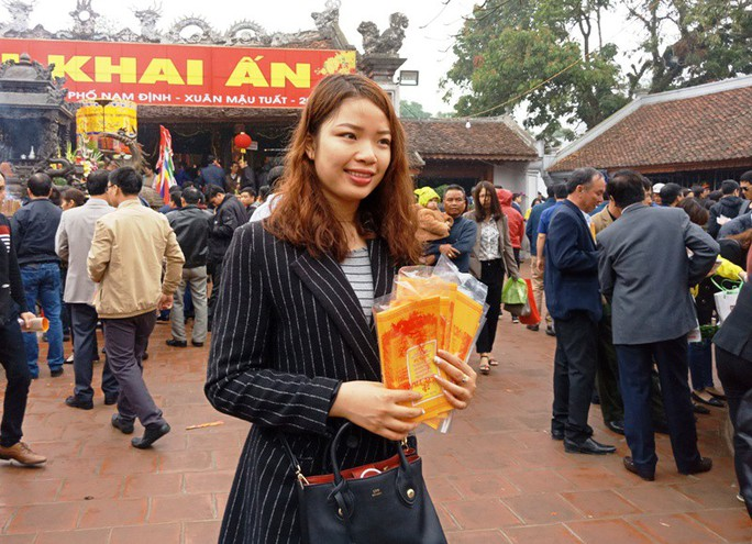 Hàng ngàn người đội mưa hàng giờ xin ấn đền Trần - Ảnh 7.