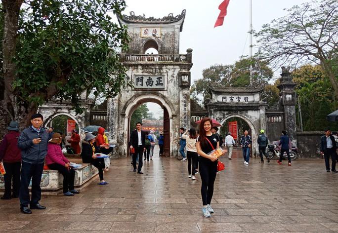 Hàng ngàn người đội mưa hàng giờ xin ấn đền Trần - Ảnh 18.
