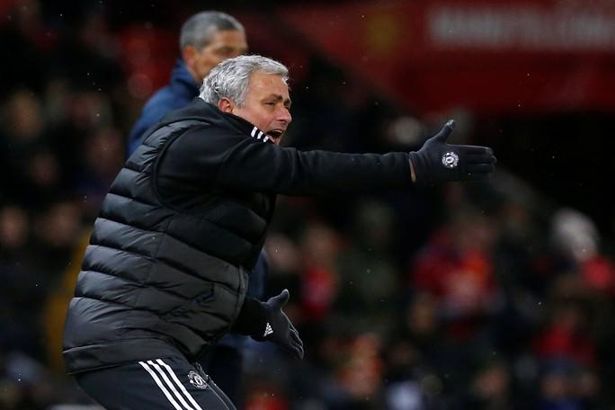 Không phục Mourinho, Luke Shaw có thể sang Chelsea - Ảnh 2.
