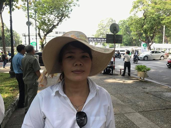 Đi xe khách từ rạng sáng chờ viếng nguyên Thủ tướng Phan Văn Khải - Ảnh 7.