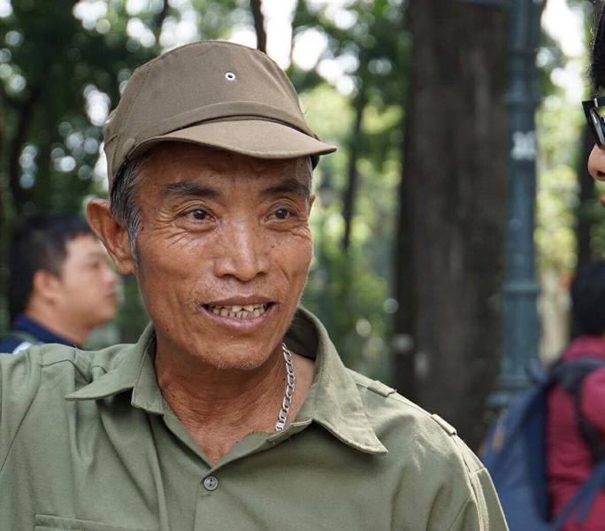 Đi xe khách từ rạng sáng chờ viếng nguyên Thủ tướng Phan Văn Khải - Ảnh 2.