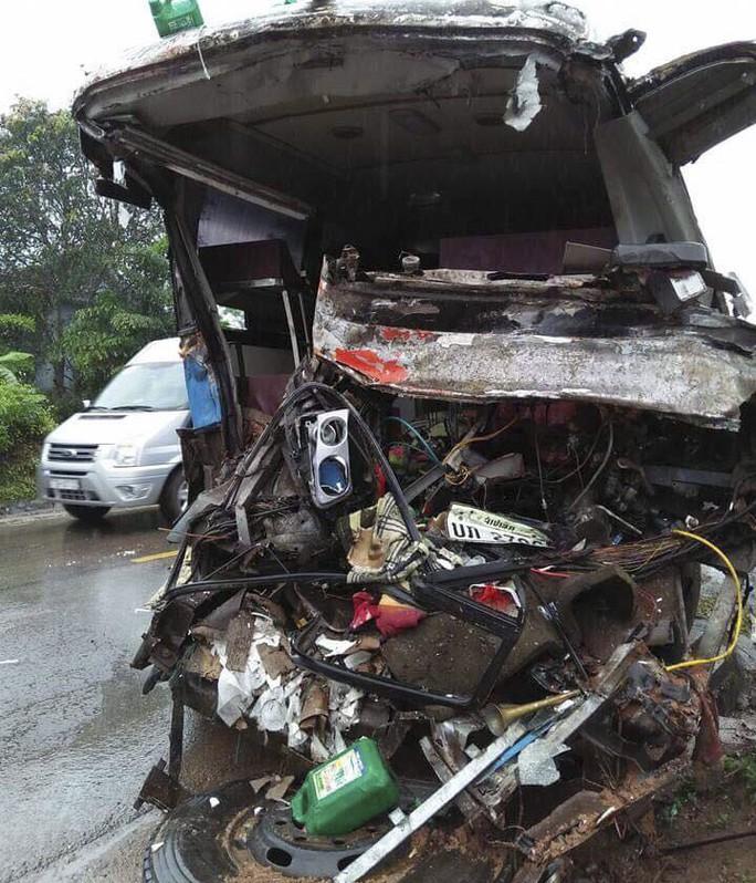 Xe khách tông xe tải, 3 người chết, nhiều người bị thương - Ảnh 2.
