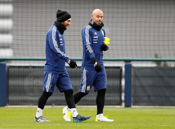 Messi đến Manchester, chờ đối đầu tuyển Ý - Ảnh 3.