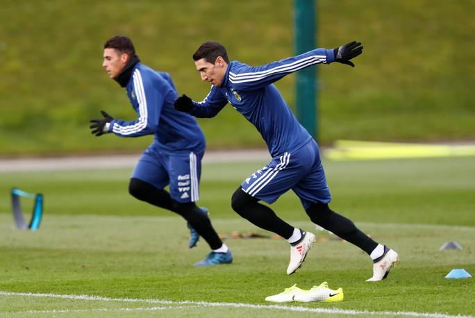 Messi đến Manchester, chờ đối đầu tuyển Ý - Ảnh 2.
