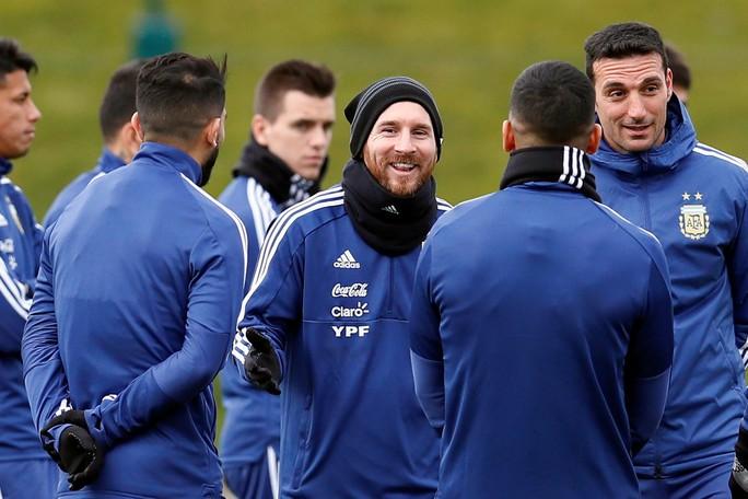 Messi đến Manchester, chờ đối đầu tuyển Ý - Ảnh 1.