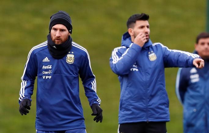 Messi đến Manchester, chờ đối đầu tuyển Ý - Ảnh 4.