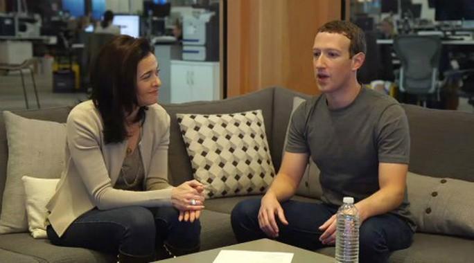 Ông chủ Facebook bị đề nghị từ chức - Ảnh 1.