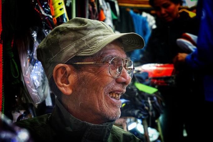 Nghệ sĩ khắc khổ Trần Hạnh gần 90 tuổi vẫn bán xăng, bán hàng - Ảnh 11.
