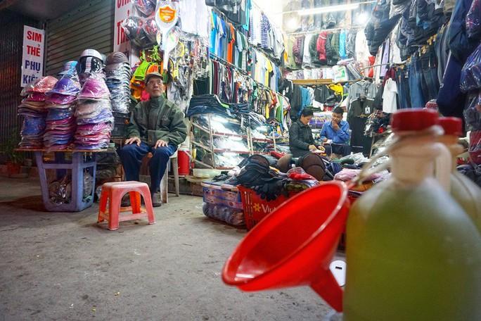 Nghệ sĩ khắc khổ Trần Hạnh gần 90 tuổi vẫn bán xăng, bán hàng - Ảnh 2.
