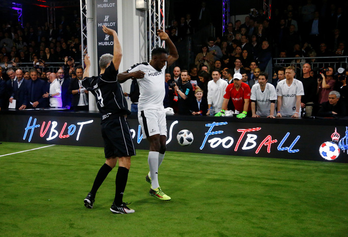 Mourinho dẫn dắt Usaint Bolt đối đầu đội bóng của Maradona - Ảnh 8.