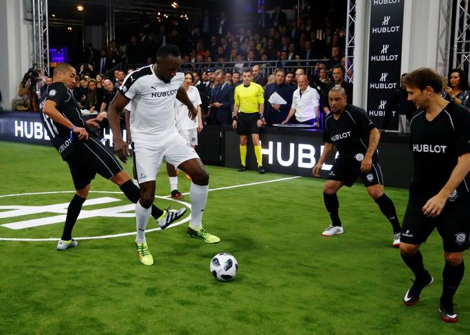 Mourinho dẫn dắt Usaint Bolt đối đầu đội bóng của Maradona - Ảnh 5.