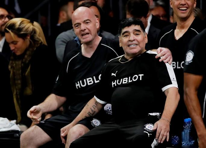 Mourinho dẫn dắt Usaint Bolt đối đầu đội bóng của Maradona - Ảnh 2.