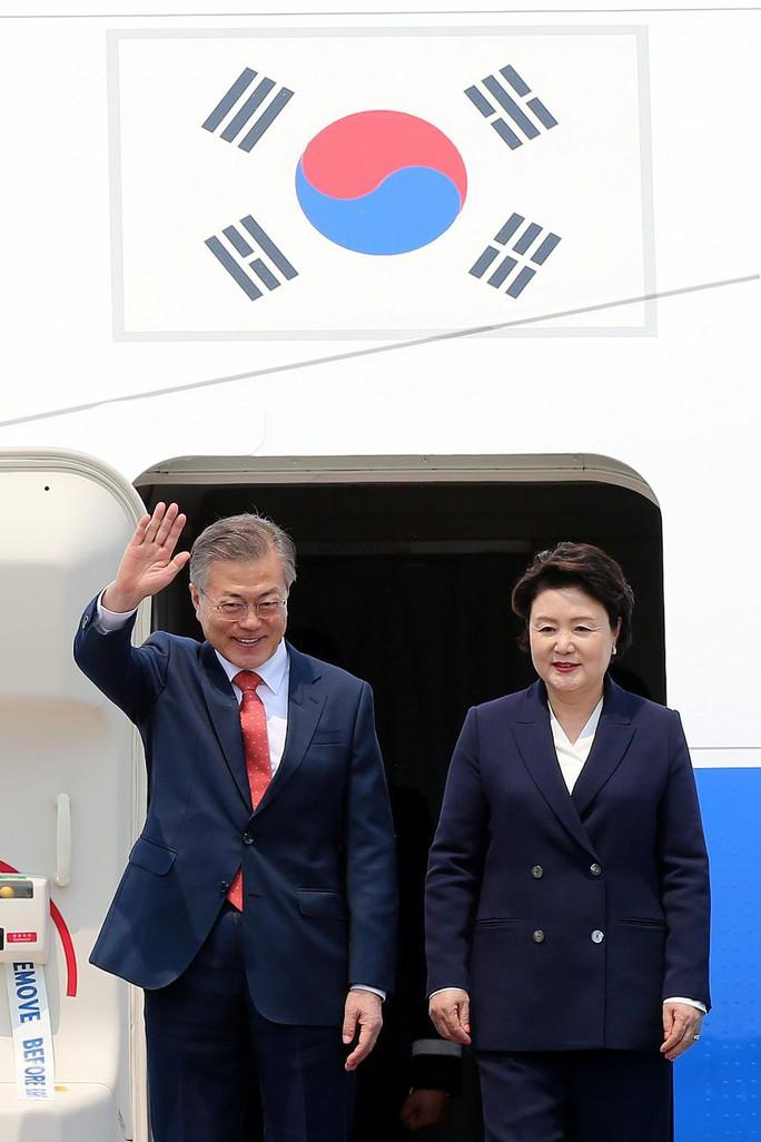 Tổng thống Hàn Quốc bắt đầu thăm Việt Nam, gặp đội U23 Việt Nam - Ảnh 1.