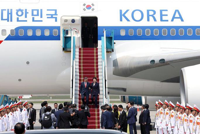 Tổng thống Hàn Quốc bắt đầu thăm Việt Nam, gặp đội U23 Việt Nam - Ảnh 4.