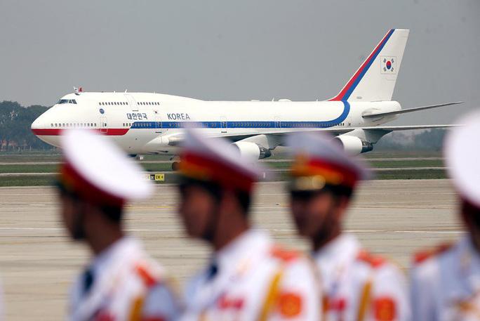 Tổng thống Hàn Quốc bắt đầu thăm Việt Nam, gặp đội U23 Việt Nam - Ảnh 2.