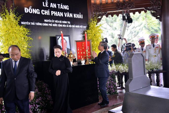 Linh cữu cố Thủ tướng Phan Văn Khải đã về đến quê nhà - Ảnh 19.