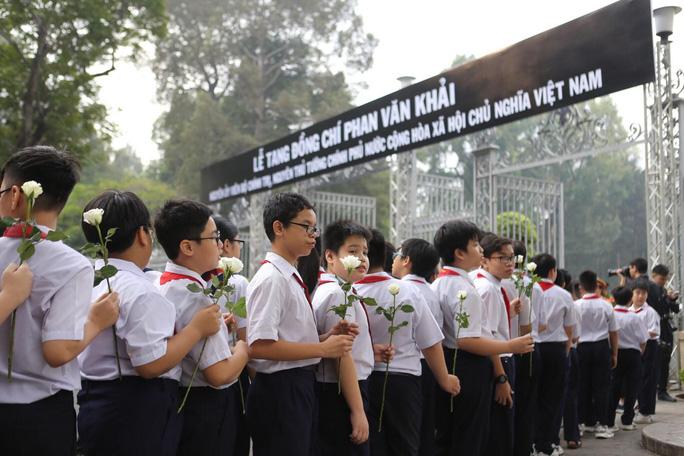 Cố Thủ tướng Phan Văn Khải đang trên đường về đất mẹ - Ảnh 31.