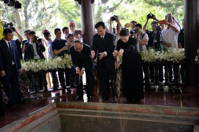 Linh cữu cố Thủ tướng Phan Văn Khải đã về đến quê nhà - Ảnh 18.