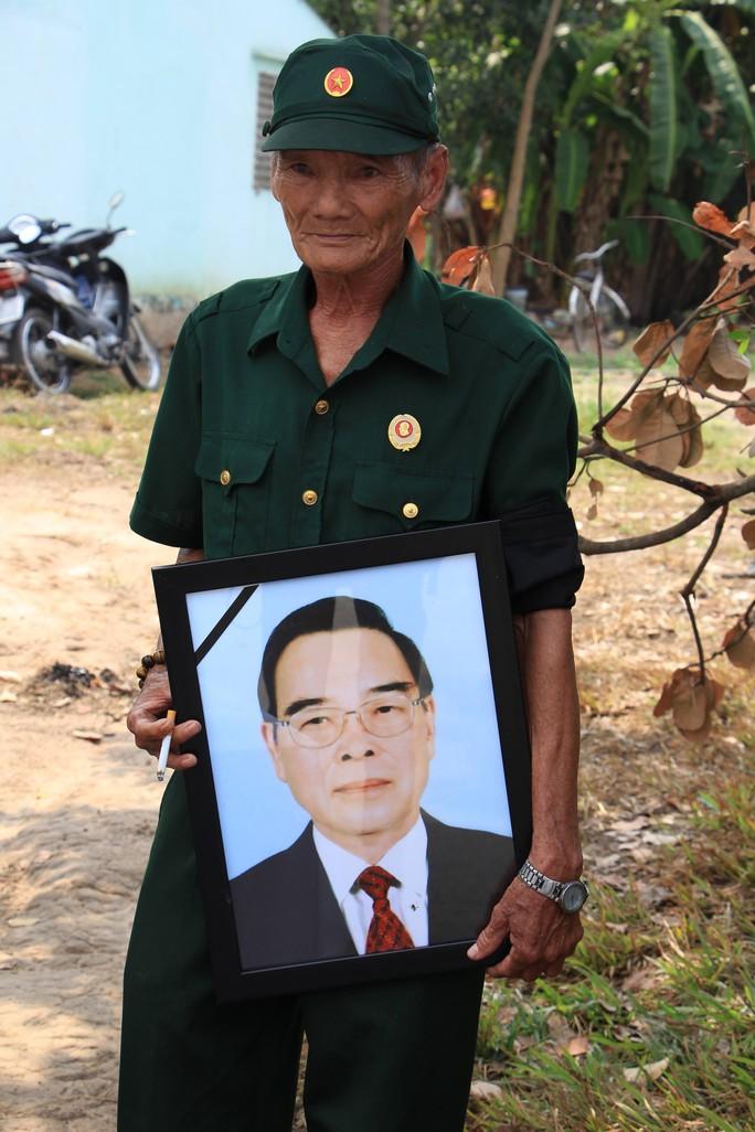 Linh cữu cố Thủ tướng Phan Văn Khải đã về đến quê nhà - Ảnh 14.
