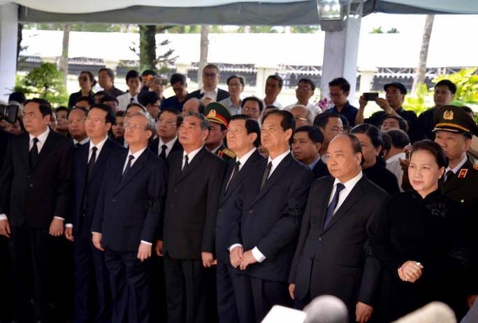 Linh cữu cố Thủ tướng Phan Văn Khải đã về đến quê nhà - Ảnh 16.