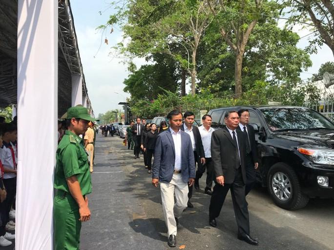 Linh cữu cố Thủ tướng Phan Văn Khải đã về đến quê nhà - Ảnh 5.