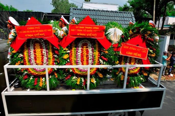 Linh cữu cố Thủ tướng Phan Văn Khải đã về đến quê nhà - Ảnh 12.