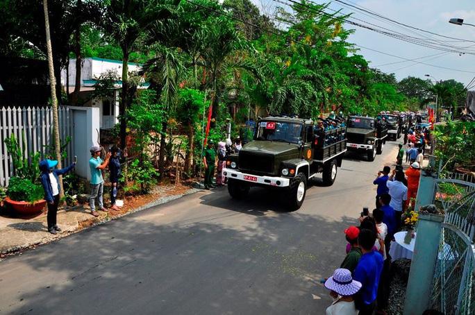 Linh cữu cố Thủ tướng Phan Văn Khải đã về đến quê nhà - Ảnh 10.