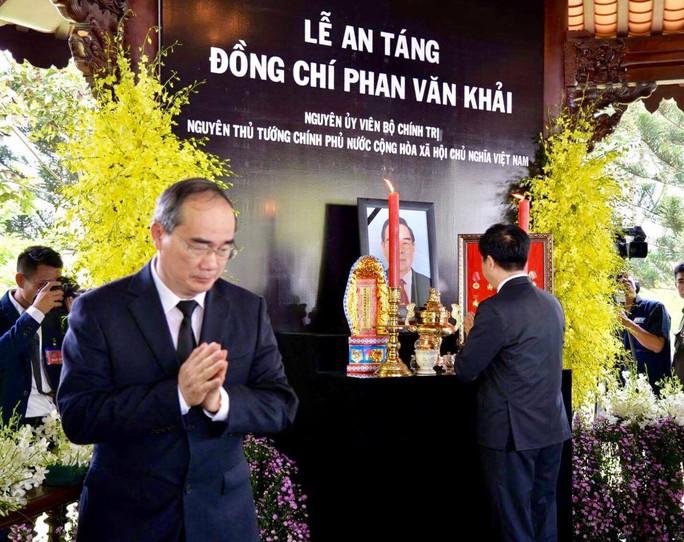 Linh cữu cố Thủ tướng Phan Văn Khải đã về đến quê nhà - Ảnh 21.