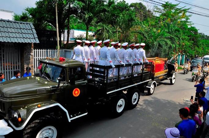Linh cữu cố Thủ tướng Phan Văn Khải đã về đến quê nhà - Ảnh 8.