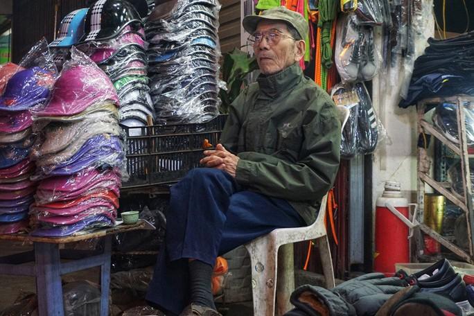 Nghệ sĩ khắc khổ Trần Hạnh gần 90 tuổi vẫn bán xăng, bán hàng - Ảnh 3.