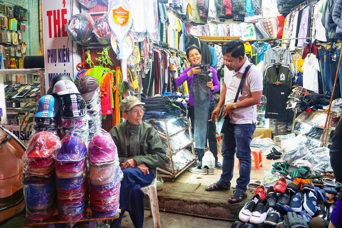 Nghệ sĩ khắc khổ Trần Hạnh gần 90 tuổi vẫn bán xăng, bán hàng - Ảnh 5.
